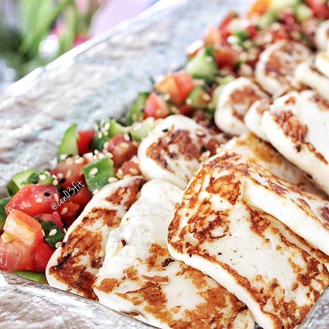 Good morning foodies ❤️☀️ Grilled Halloumi with veggies - the perfect start to a healthy week 🍴 (Casper & Gambini's - Hamra)