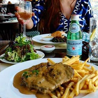 The perfect dinner date 🍴🍷 SteakFrites at Couqley anyone? (Couqley)