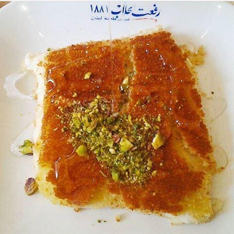 Goooood morning foodies ❤️☀️ Knefe is one of my favourite breakfasts 👅👅👅 CrediTs to @abedhassoun (Rafaat Hallab - Batroun)