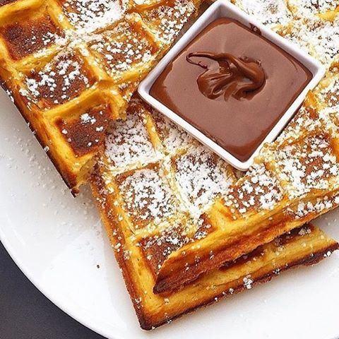 Waffles any day ❤️☀️ Happy Wednesday 😁 Waffles Nutella (Balima cafe)