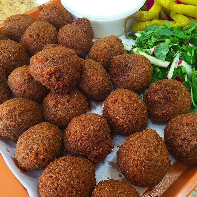 Feel like having some of these right now 🙈😍 Anyone craving falafel now? Good. 🙊