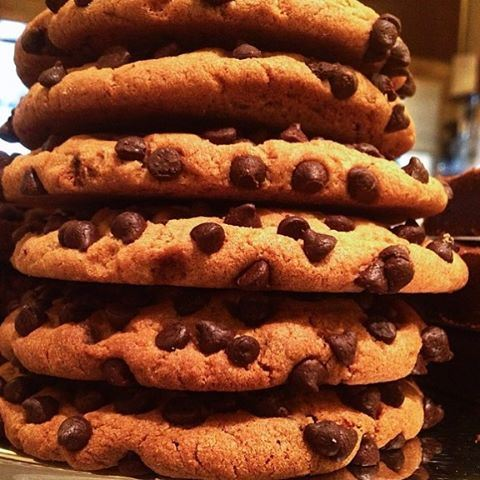 Now that's what I call a cookie tower 😍🍪🍪🍪 Credits to @biscuitsarl  (Biscuit SARL)
