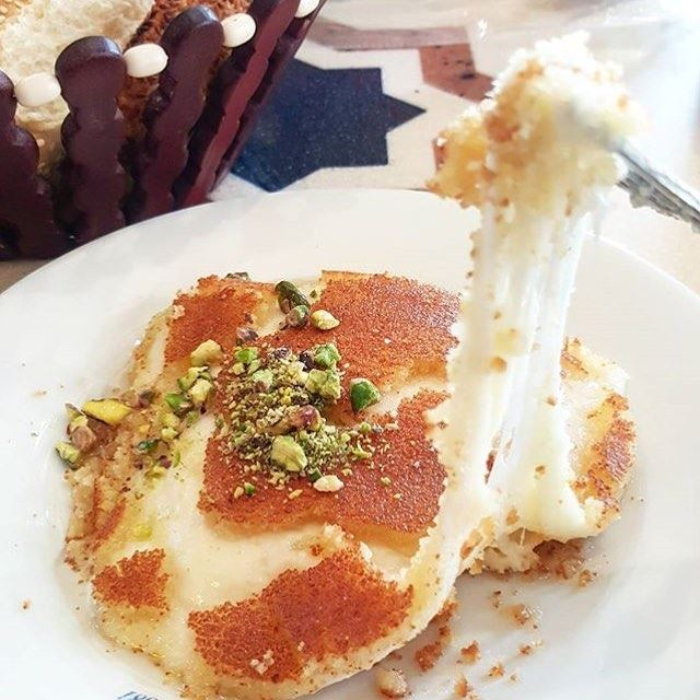I need this right now 😍🍴 Knefe = Happiness 😁❤️ (Abdul Rahman Hallab & Sons)