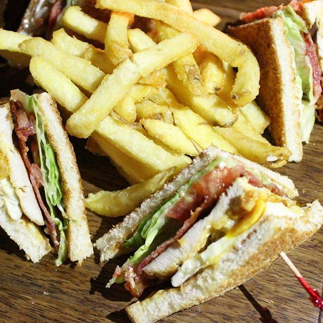 Club Sandwich with bacon 🍴 This place is seriously awesome 😍👍 Check out our review on Travelingwiththyme.com 📰 (GardenState)