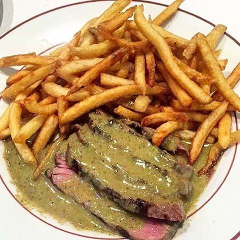 How about a yummy Steak Frites at Entrecôte 😍🍴 The best steak frites in the world!! LebanonEats SteakFrites