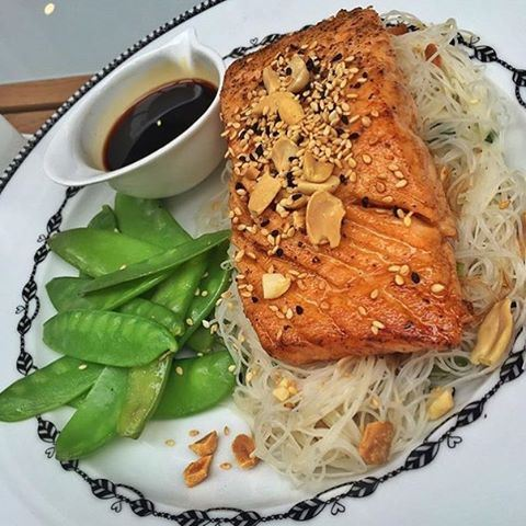 Grilled salmon with vermicelli noodles & snap peas 🍴✅! LebanonEats  (Buttercup)