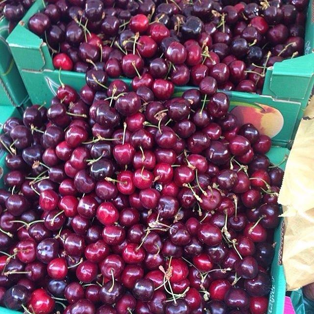 The perfect after lunch treat ❤️🍒 It's finally cherry season!! 😍 lebanoneats