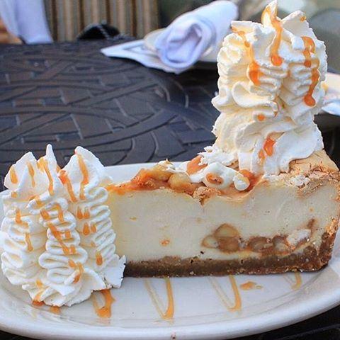 White chocolate caramel macadamia nut cheesecake 😍😱❤️ Photo credits @thekobenavy (Cheesecake Factory - Verdun)