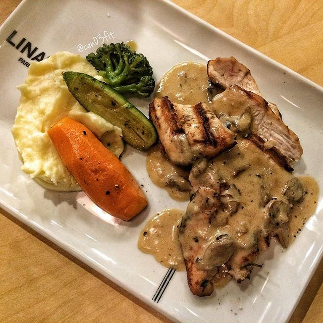 A yummy grilled chicken platter with mushroom sauce & purée ❤️🍴 what's for dinner? (Lina's Badaro)
