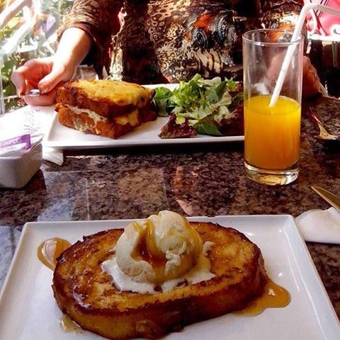 How about a pain perdu for breakfast? 🙈😍🙌🙌 feedme  (Écafé Sursock)