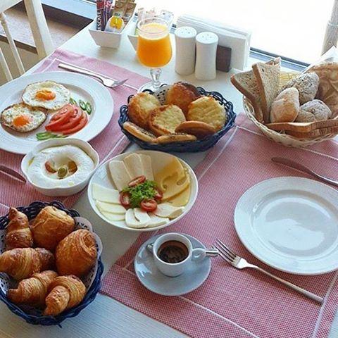 Good morning ☀️☕️ More like brunch time 🙈👍 LebanonEats lebanese byblos jbeil brunch brunchtime breakfast (Tournesol Resto( Byblos sur Mer Hotel))