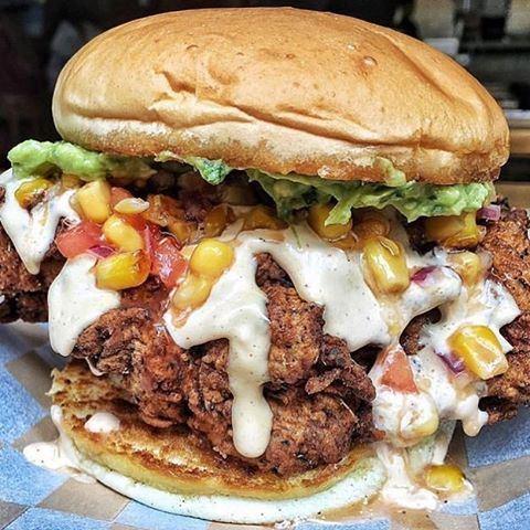 New Santana Chicken burger at @brgr.co 😍😍🍔 Credits to @nogarlicnoonions (BRGR Co.)