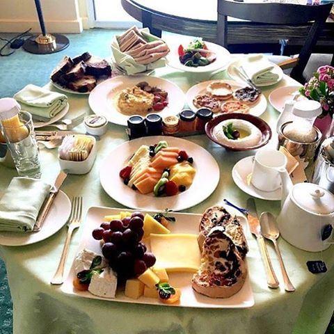 Room service anyone? ☀️🍴I NEED THIS!! 😍😱 (Four Seasons Hotel Beirut)
