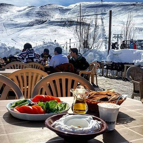 Breakfast in the snow ☀️⛄️ Beautiful weather today! ☀️☀️☀️ Credits to @marounabounader  (Mzaar Kfardebian Ski Resort.)