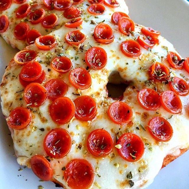 Pepperoni Pizza Bagel 😍😍🍕🍕 What are you foodies having for breakfast? 🙊