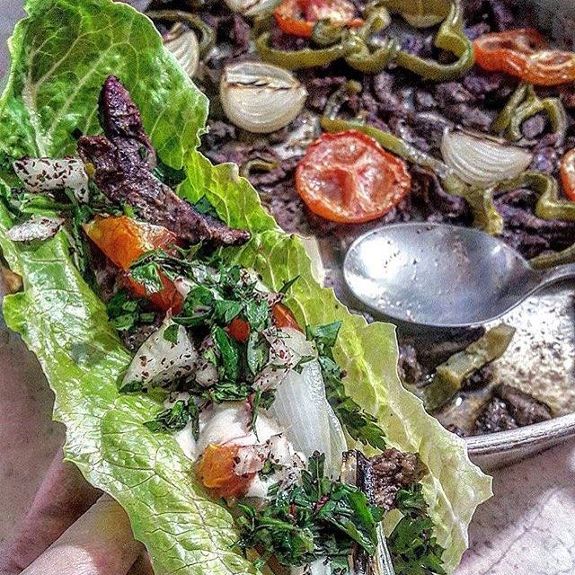 Shawarma in a lettuce wrap! Nice idea 😍😍😍👍 Credits to @lebanesefoodadvisor