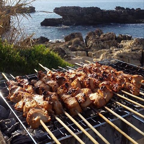 Take me back to summer weather & barbeques by the beach 🍢🌊☀️ Credits @60secondsofflames