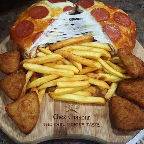 Some comfort food to get you through the winter 🙈 Would you try this ???🍔🍕🍟🍔🍕🍟 (Chez Chakour)