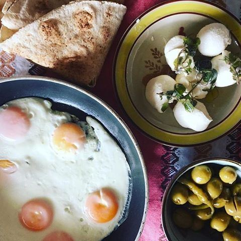 Perfect breakfast to beat the Monday morning blues ☀️🍴 Credits to @suechamoun