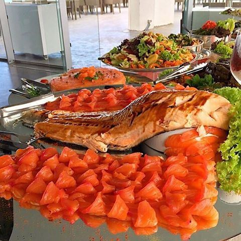 Lunch Buffet at Miramar 🍴🍴 Perfect for SALMON LOVERS!!! 😍😍😍😍❤️❤️❤️ Photo taken by @oneplatetwoforks (Miramar Hotel Resort and Spa)