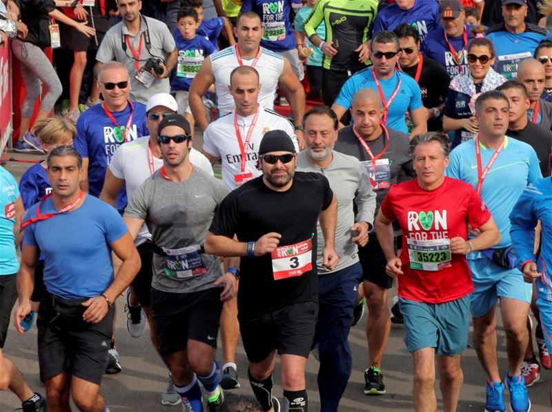 PM Saad al-Hariri (C) starts running during the annual Beirut Marathon.