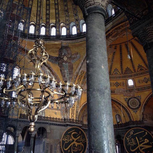 Мне хотелось запечатлеть каждый сантиметр этого собора. Но даже фото не могут вместить всего. (Aya Sofia, Sultanahmeit Istanbul)
