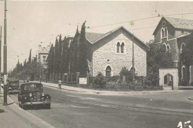 AUB Medical Gate  1942