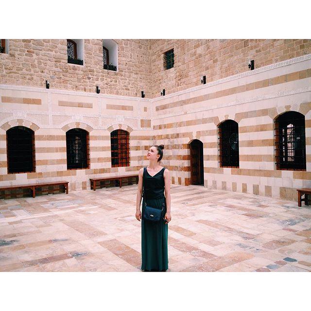 Наткнулась на дворец Али Хаммуд (который уже сделали лидерской академией для взрослых).