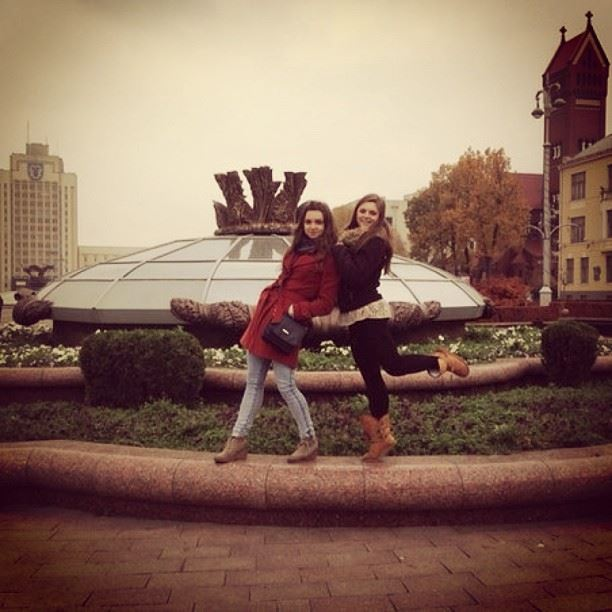 С сестричкой)