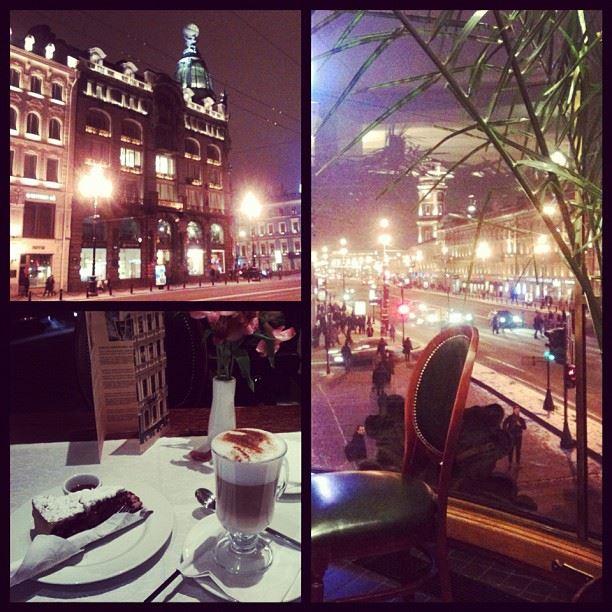 После насыщенного дня отдых в очень красивом и уютном кафе! Для полного счастья не хватало близких людей рядом)