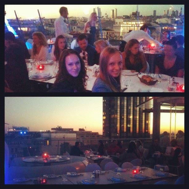 Вечер с командой в красивом ресторане с панорамой города - уставшие, но довольные)