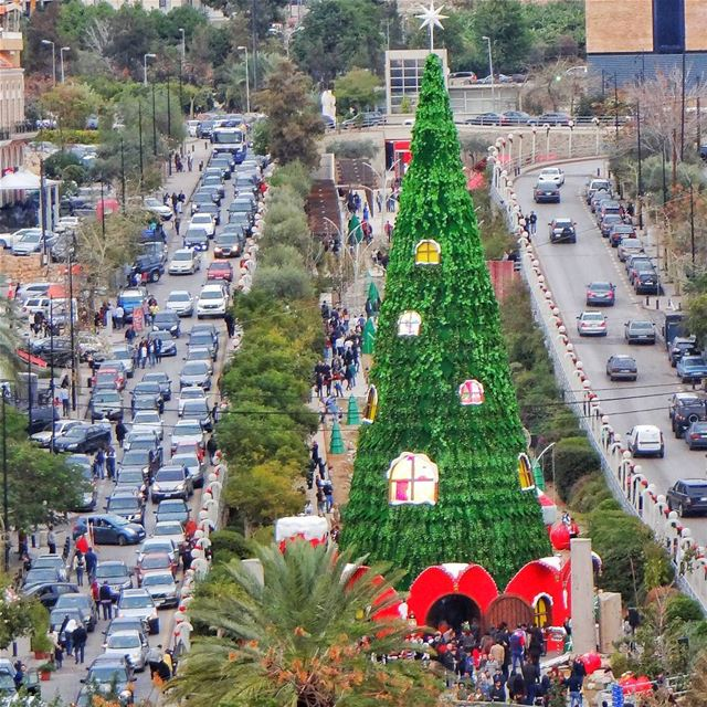 This is how we do it 🎄(Christmas Tree - Jbeil)