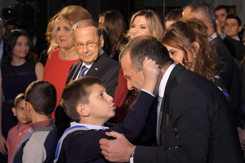 Gabriel pulling his father's ear Minister Gebran Bassil while standing beside his grandfather President Michel Aoun