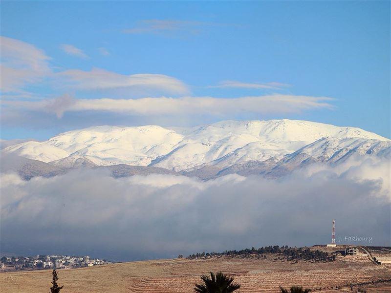 Clouds invading the snow (Marjayoûn, Al Janub, Lebanon)
