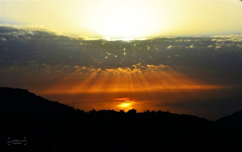 The actual sunset..☀☀ (Arez Jej)