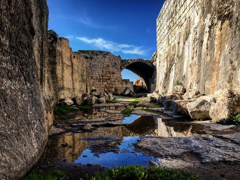 Simar jbeil castle ... ❤🇱🇧🇱🇧🗻 hiking camping campinglife lebanon... (قلعة سمار جبيل)