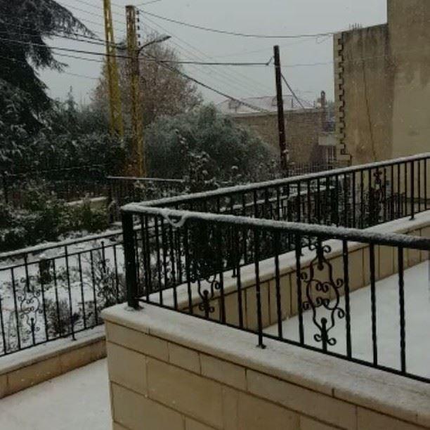 snowing lebanon snowyday january 2017 myvillage bzebdine ...