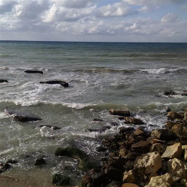 А у нас вот такое море днем было около Триполи.после бури. Ливан Триполи