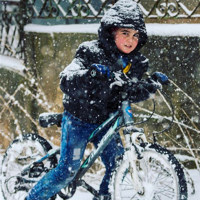 I've always considered myself an avid cyclist until I saw this kid...