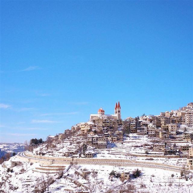 Felt surreal ❄💜 lebanon arez bcharre snow snowtrail blue sky ... (Arez Bcharre)
