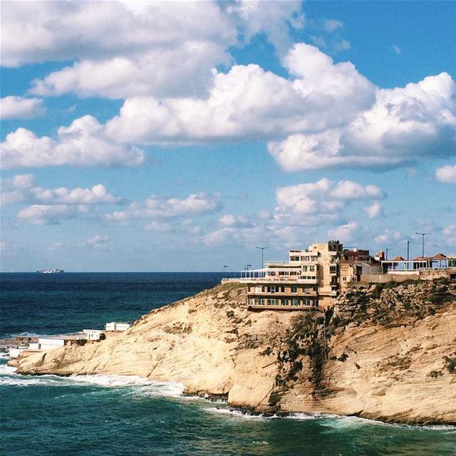 Típica casinha do morro 🇱🇧 beirut libano ... (Raouché)