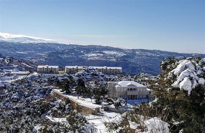 لماذا نسائل هذا الطريق....لأي مصير يسير بنا ؟من أين لملم أقدامنا ؟ فحسبي... (Faraya, Mont-Liban, Lebanon)