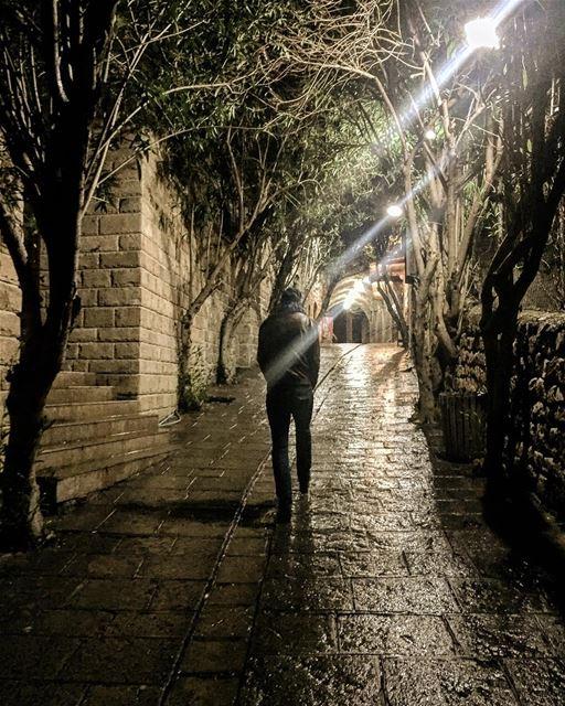 في_بلادي ممرات جبيل العتيقة لن تبخل على العابرين بالدفئ lebanon ... (Old Souk- Jbeil)