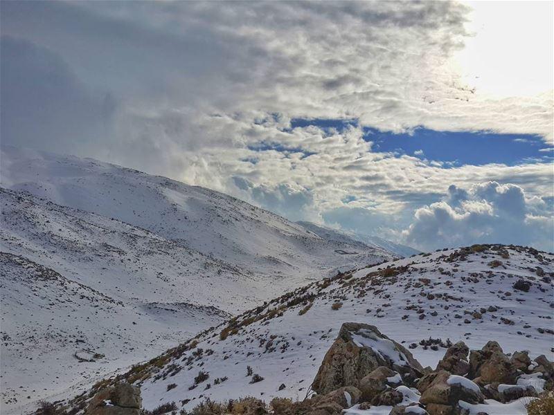 إذا استطعت العثور على طريق خالي من المعوقات،، فهو غالباً لا يؤدي الى اي مكا (Mount Hermon)