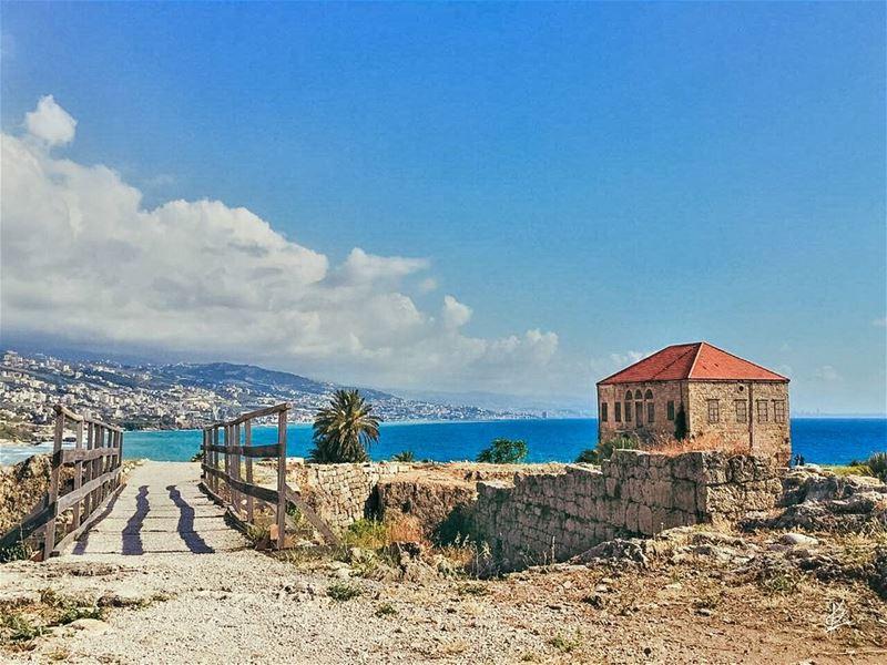 وإيام اللي جايي جايي.. فيها الشمس مخبّاية.. إنت القوي وإنت الغني وإنت الدني (Byblos, Lebanon)
