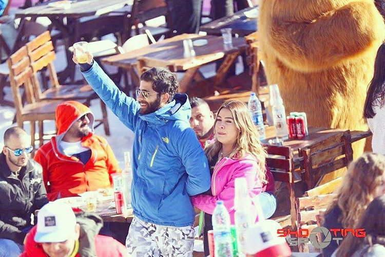 party  grizzly  mountains  table  friends  happy  fun  drinks  auguri ... (Laklouk Spirit)