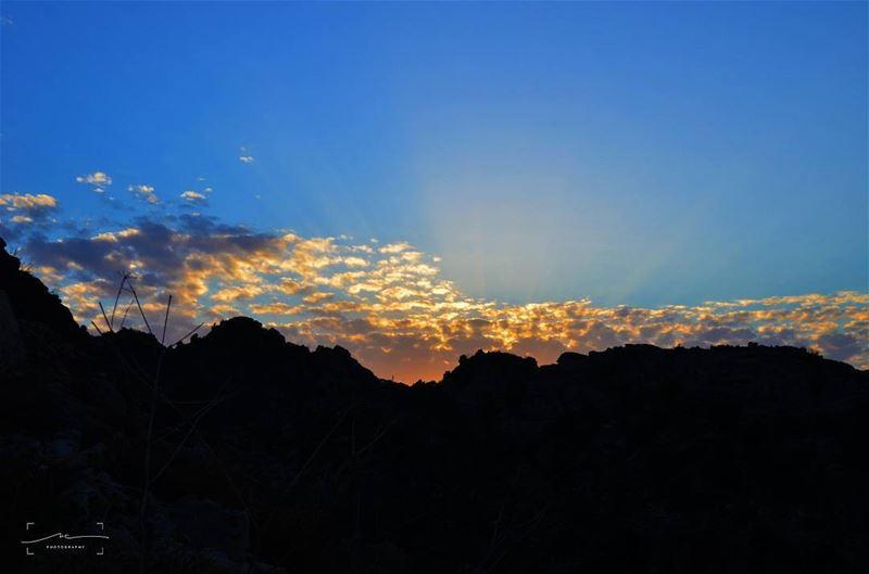 Mountains and... (Arez Jej)