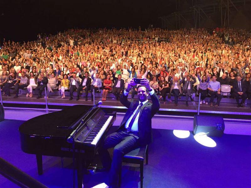 Guy Manoukian Taking a Selfie in Saida International Festival 2016