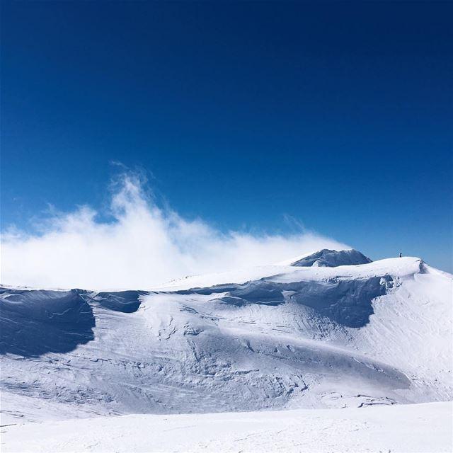 Love the mountain, miss the ocean. 🏂🏂🏂 не могу оторвать глаза от иноплан (Mzaar 2400m)