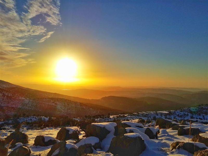 الجبال تصلي وأشعة الغروب تودّعها،، والاودية تصلي وضباب المساء يغمرها جبران (شبعا)